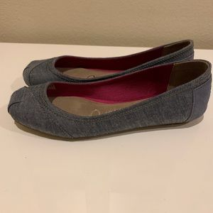 NEW TOMS flats / chambray / size 6.5
